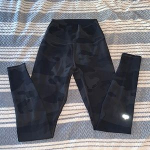 Alo Yoga Vapor Camo Leggings